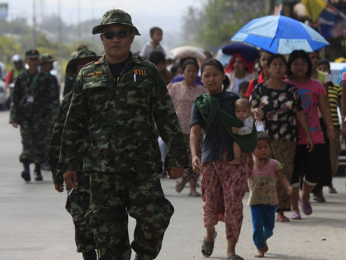 Thai army 'obstructing refugees' thumbnail