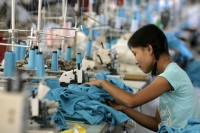 A Burmese woman works in a garment factory in Mae Sot, on the Thai-Burmese border. (Photo: Reuters)