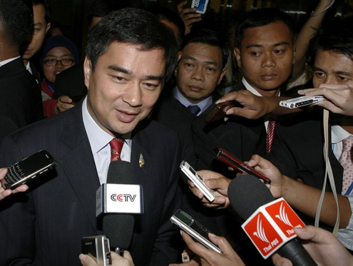 Abhisit gives hope to stateless Thais thumbnail
