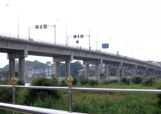 "A ""friendship bridge"" serves as the road link between Burma's Myawaddy and Mae Sot in Thailand. (Photo: DVB)"