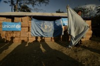 UN teams distribute aid to Kachin refugees in the Je Yang Hka camp in Kachin state (Ryan Libre / DAA)