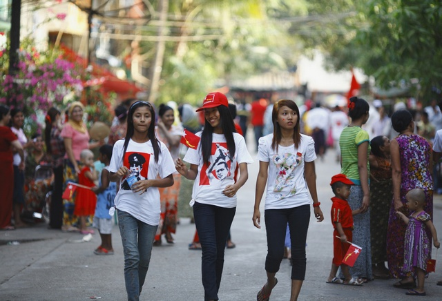 File photo: Women wear t-shirts printed with Burma's independence hero General Aung San as they walk through Rangoon's streets on 27 March 2012. (Reuters)