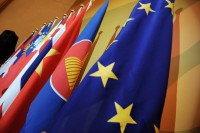 The flag of the European Union (R) stands beside the flag of the Association of the Southeast Asian Nations and the flags of the 10-member countries during the ASEAN-EU ministerial meeting in Singapore in 2008. (Photo: Reuters)