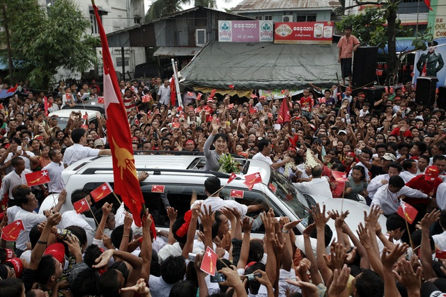 Aung San Suu Kyi waves to supporters as she arrives to attend the opening ceremony of her National League for Democracy (NLD) party's branch office in Thar Kay Ta townwship in Rangoon on 23 May 2012. (Reuters)