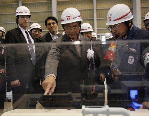 Myanmar's President Thein Sein inspects TEPCO's Kawasaki Thermal Power Plant in Kawasaki