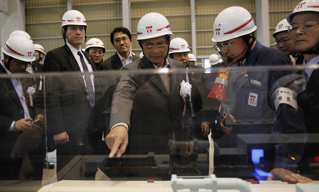 Burma's President Thein Sein (C) inspects Tokyo Electric Power Company's (TEPCO) Kawasaki Thermal Power Plant in Tokyo on 22 April 2012. (Reuters)