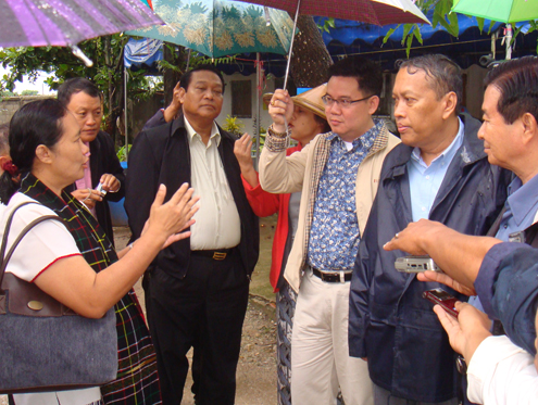 Aung Min and members of the government peace team meet with Cynthia Maung at Mae Tao clinic in Mae Sot, Thailand on 26 June 2012. (DVB)