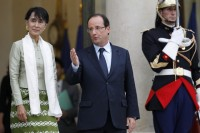 Aung San Suu Kyi (L) leaves after a dinner with French President Francois Hollande at the Elysee Palace on the first day of her three-day visit in Paris on 26 June 2012. (PHOTO: Reuters)
