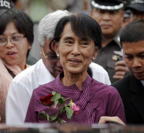 Suu Kyi visits the Nationality Verification Centre for migrant workers from Myanmar in Samut Sakhon province