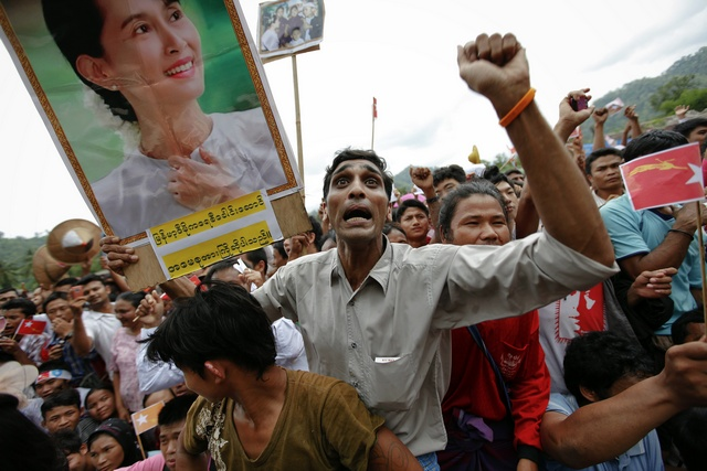 In this file photo from June 2012, refugees react as Aung San Suu Kyi arrives at the Mae La refugee camp near Mae Sot on the  Thai-Burmese border. (Reuters)