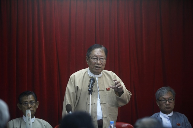 National League for Democracy spokesman Nyan Win speaks to reporters during a news conference at the NLD head office in Rangoon on 20 February 2012. (Reuters)