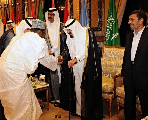 Saudi Arabia&#039;s King Abdullah, Iran&#039;s President Ahmadinejad and Qatari Emir Hamad are greeted by delegation at the opening ceremony of the OIC summit in Mecca