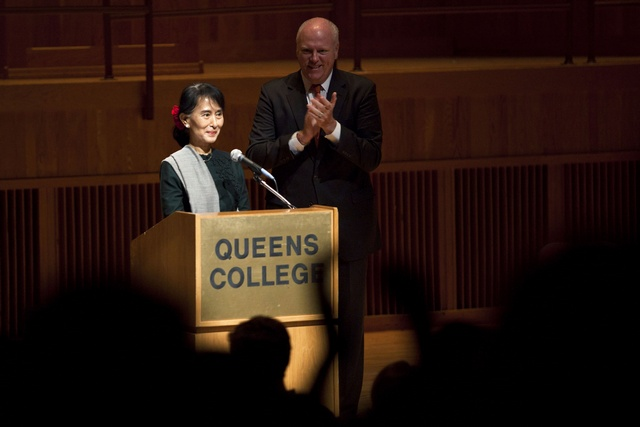 Aung San Suu Kyi (L), receives a standing ovation from US Representative Joseph Crowley and audience members before her speech at Queens College in New York on 22 September 2012. (Reuters)