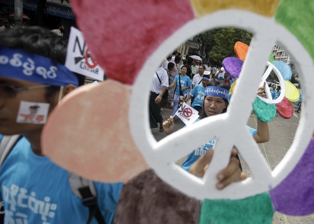 File photo of the International Peace Day march in Rangoon, calling for an end to Burma's civil wars, 21 September 2012. (PHOTO: Reuters)