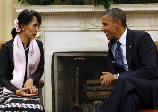 US President Barack Obama speaks with Burma's then opposition leader Aung San Suu Kyi in the Oval Office of the White House on 19 September 2012. (Photo: Reuters)