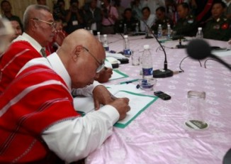 KNU Chairman Mutu Say Poe pictured at a meeting with Burmese government representatives in 2012. (PHOTO: DVB)