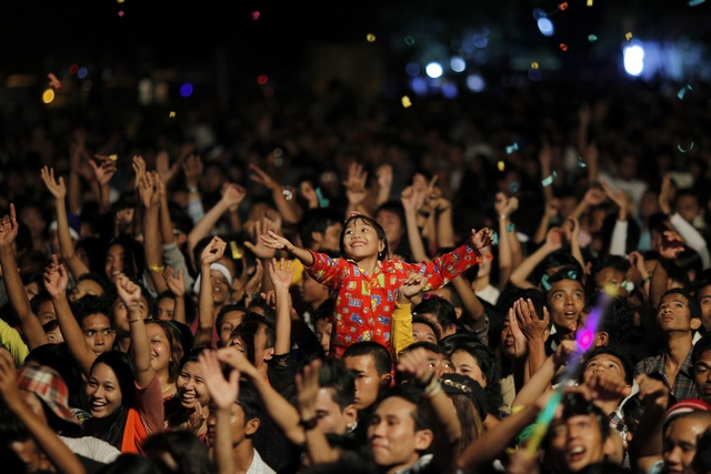 People celebrate at Burma's first public New Year countdown celebration at the Myoma grounds in Rangoon (Reuters)