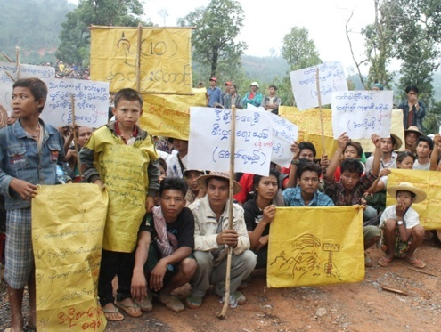 Miners in Mandalay division's Yamethin township protest in early June against a government order that closed their mines and left them jobless. (Photo: DVB)