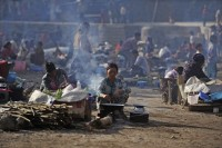 In this file photo, refugees from Bhamo, Kachin State, cook their meals at an IDP camp in the Chinese border town of Ruili, Yunnan province February 9, 2012. (PHOTO: Reuters)