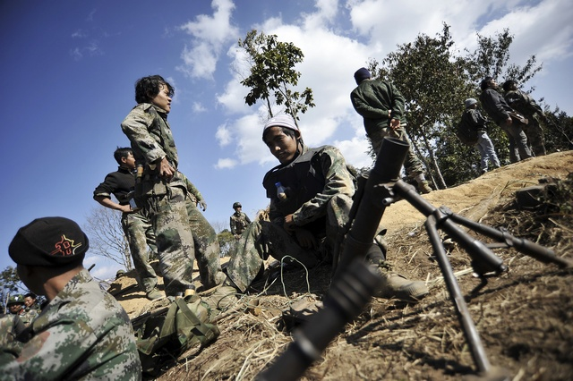 Soldiers of Kachin Independence Army (KIA) man their position at the front line near Mai Ja Yang in Kachin State on 22 January 2013. (Photo: Reuters)