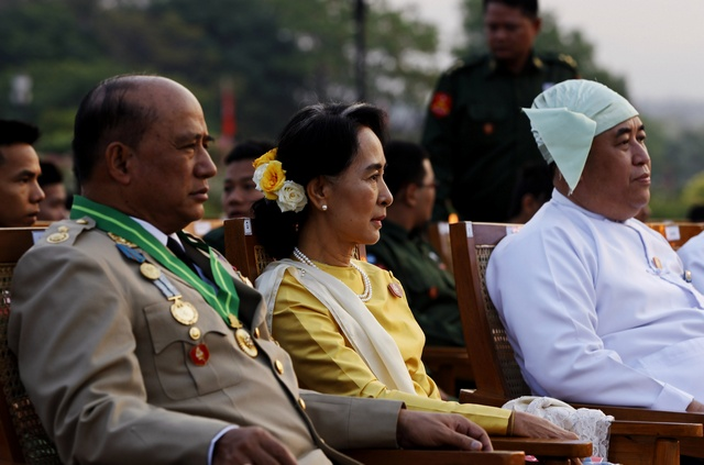 Aung San Suu Kyi attends the 68th Armed Forces Day in Naypyidaw on 27 March 2013. (PHOTO: Reuters)