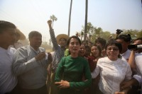 Aung San Suu Kyi poses for a photo as villagers protest against an investigation commission's report on a copper mine project in Sarlingyi township on 14 March 2013. (Reuters)
