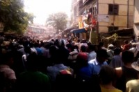 A crowd gathers as fighting breaks out near a gold shop in Meiktila, Mandalay division on 20 March 2012. (DVB)