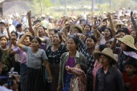 At a previous rally in March 2013, villagers protested against an investigation commission's report on a copper mine project in Sarlingyi Township. (PHOTO: Reuters)