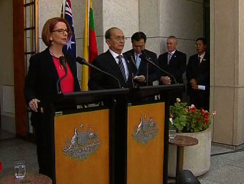 President Thein Sein and Australian Prime Minister Julia Gillard hold a press conference during the Burmese head of state's first visit to the country on 18 March 2013. (screen grab via Reuters)