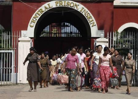 In this file photo, political prisoners exit Burma's infamous Insein Prison following a presidential amnesty in April 2013. (PHOTO: DVB)