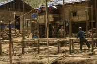 Residents build shelters in Magayang IDP camp, which houses locals from 26 villages who fled from their homes after fighting broke out in Kachin state in 2011. (Ryan Libre/DAA)