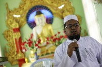 A Muslim religious leader speaks to Muslims seeking shelter at a monastery in Lashio township on 31 May 2013. (Reuters)