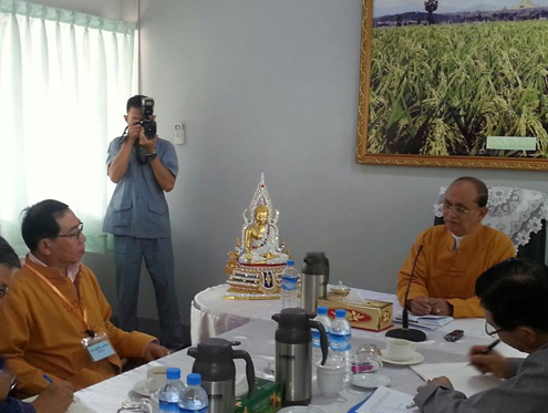 The Shan State Army-South's Yawd Serk and President Thein Sein converse during negotiations in Naypyidaw on 10 June 2013. (Photo posted by Ye Htut)