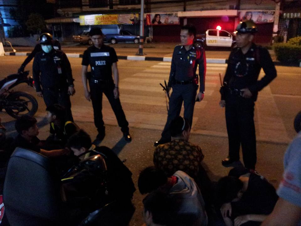 Police roundup suspected Shan migrants in Chiang Mai, Thailand. (Photo posted on Postjung.com)