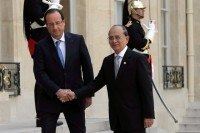 French President Francois Hollande (L) shakes hand with President Thein Sein as he arrives at the Elysee Palace in Paris on 17 July 2013. (Reuters)