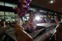 A day before her trip to Singapore, Aung San Suu Kyi was met at Rangoon Airport on her return from Europe by adoring crowds (REUTERS/ Soe Zeya)