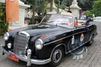 Classic car enthusiasts embarked on a road trip across Burma in October 2013 (DVB).