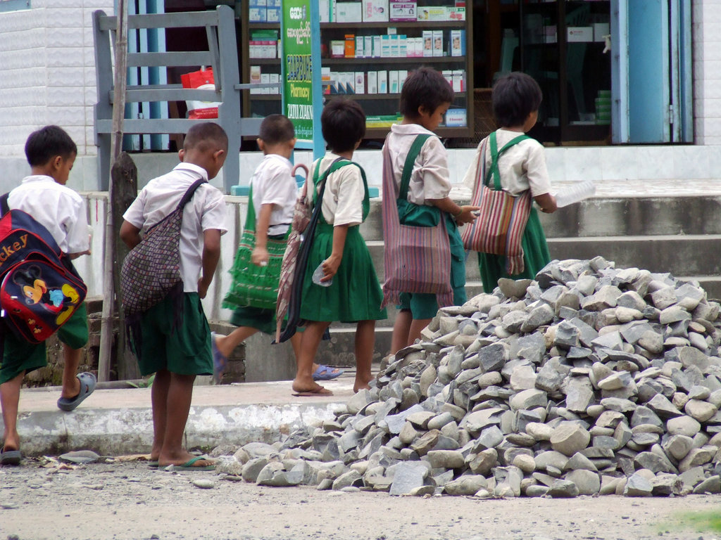 Children walk through a dusty street in Chin state capital Hakha. (PHOTO: Wikicommons)