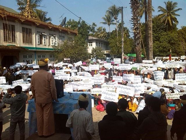Ethnic Shans gather at Wintho monastery in Myitkyina to denounce the KIA. (PHOTO: DVB)