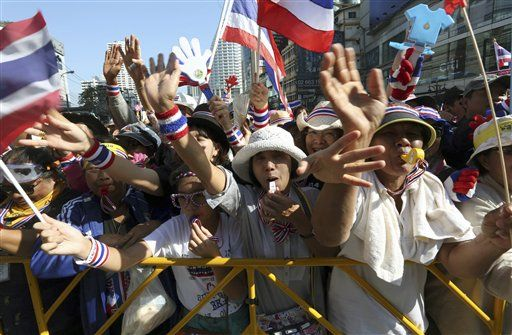 Anti-government protestors pictured in Bangkok on Wednesday, 15 January 2014. (PHOTO: AP)