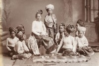 Many ethnic leaders are opposed to a list that only recognises 135 specified ethnic groups in Burma - a list that dates back to British colonial times. (PHOTO: Shan family/ public domain)
