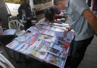 A wide selection of news journals and magazines at a Rangoon news stand. (PHOTO: Colin Hinshelwood/DVB)