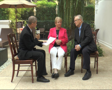 DVB editor Aye Chan (r) interviews Dr Gro Harlem Brundtland (c) and Martti Ahtisaari in Chiang Mai on Friday, 29 March 2014. (PHOTO: DVB)