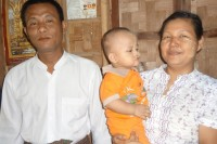 DVB reporter Zaw Pe (left) with his wife and child (PHOTO: DVB)