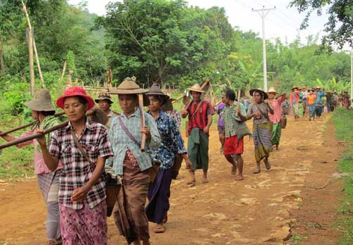 """FILE PHOTO: Karenni farmers march to the fields that were confiscated from them 10 years ago in a """"ploughing protest"""" on Tuesday, 27 May 2014, in Hpruso, near state capital Loikaw. (Photo: DVB)"""