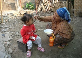 A Wa woman feeds a child. (PHOTO: Wikicommons)