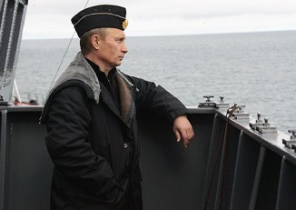 Russian President Vladimir Putin aboard battlecruiser Pyotr Velikiy during Northern Fleet exercise in 2005. (PHOTO: wikicommons)