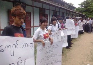 Dozens of students, many of them members of the All Burma Federation of Student Unions, gathered to protest the detention of Phyu Hnin Htwe, accused of kidnapping two Chinese workers. (PHOTO: ABFSU)