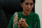 Aung San Suu Kyi addresses reporters in Naypyidaw on 28 November 2014. (PHOTO: DVB)