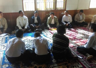 Four student activists meet with university professors at the Masoyein Monastery in Mandalay on 28 November 2014. (PHOTO: DVB)